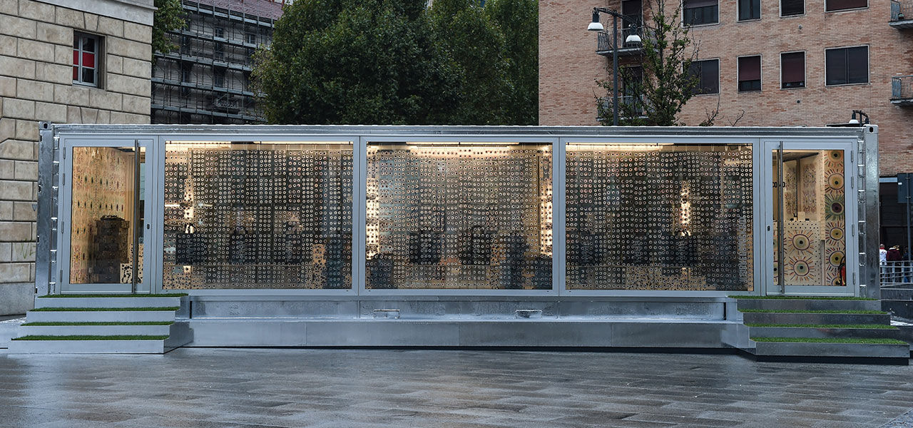 Corso Como Box side view
