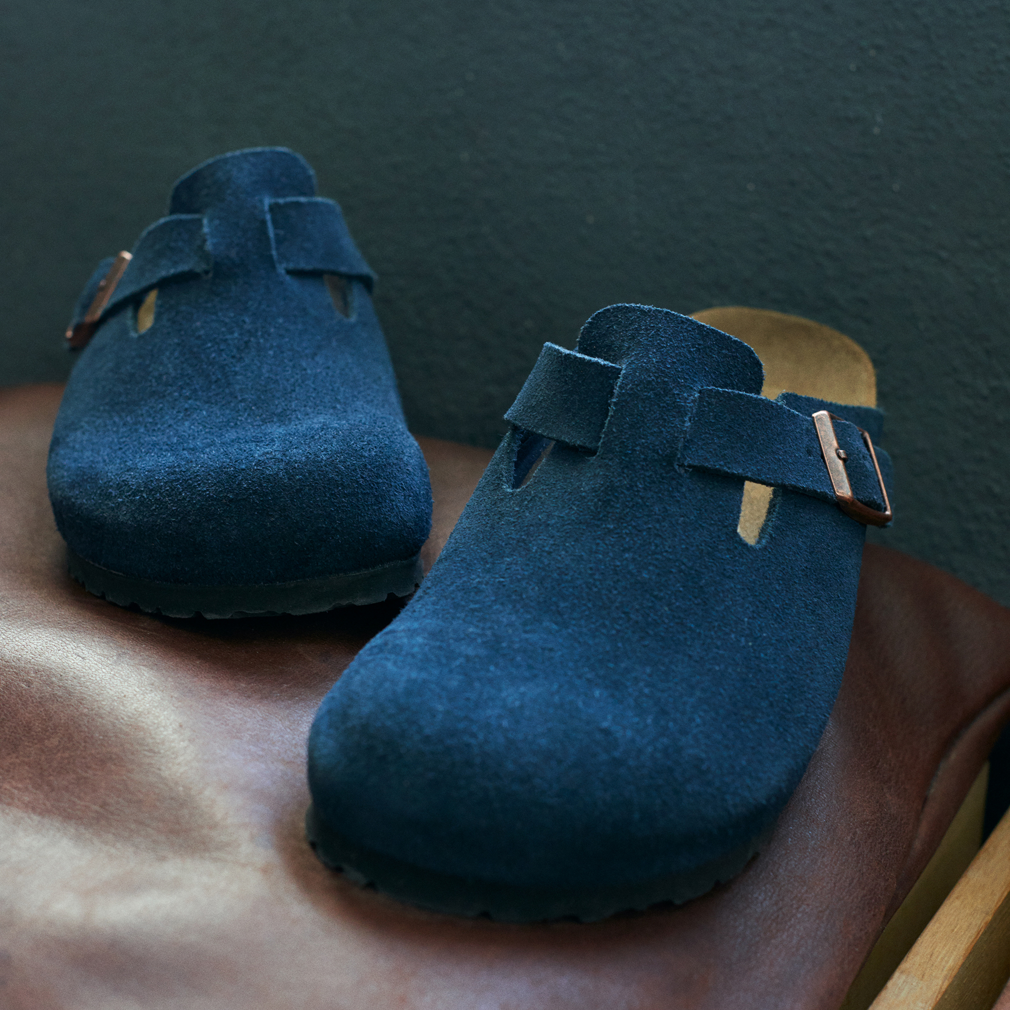 55883ac627b0 ... Boston Suede Leather Navy ...